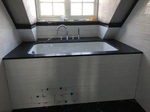 flislagt badekar